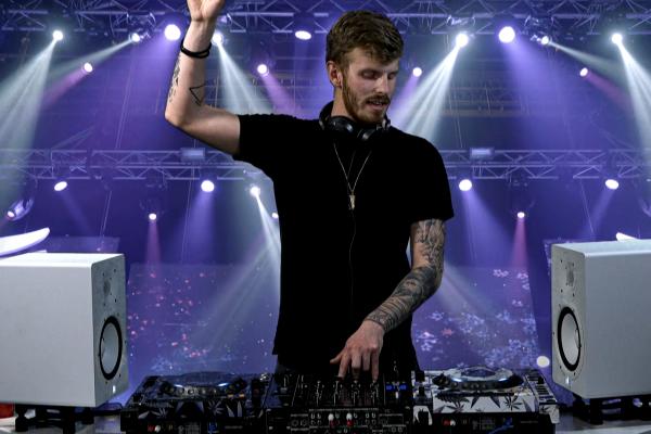 Studio - Live DJ
